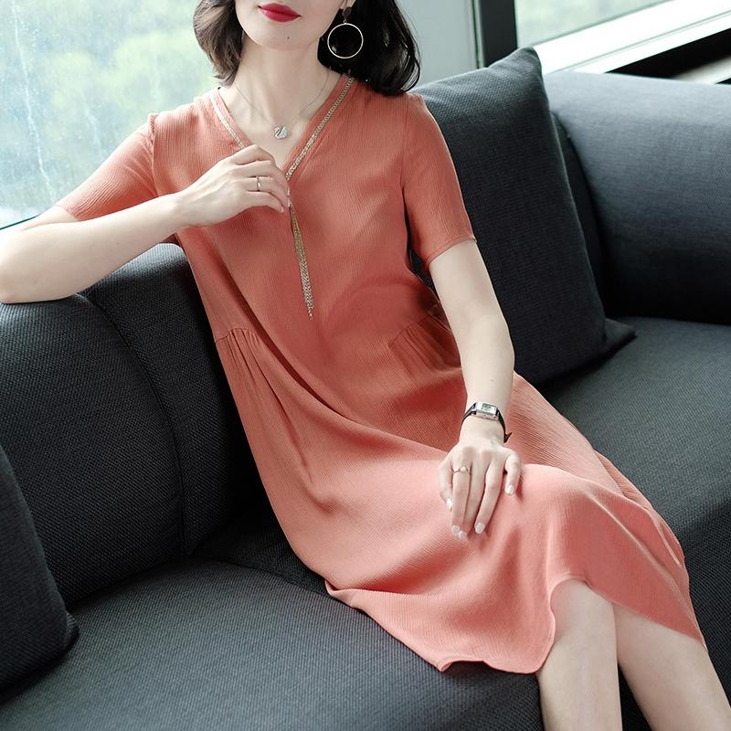 欧洲站2018夏季新款女装大牌时尚v领纯色宽松中长款铜氨丝连衣裙