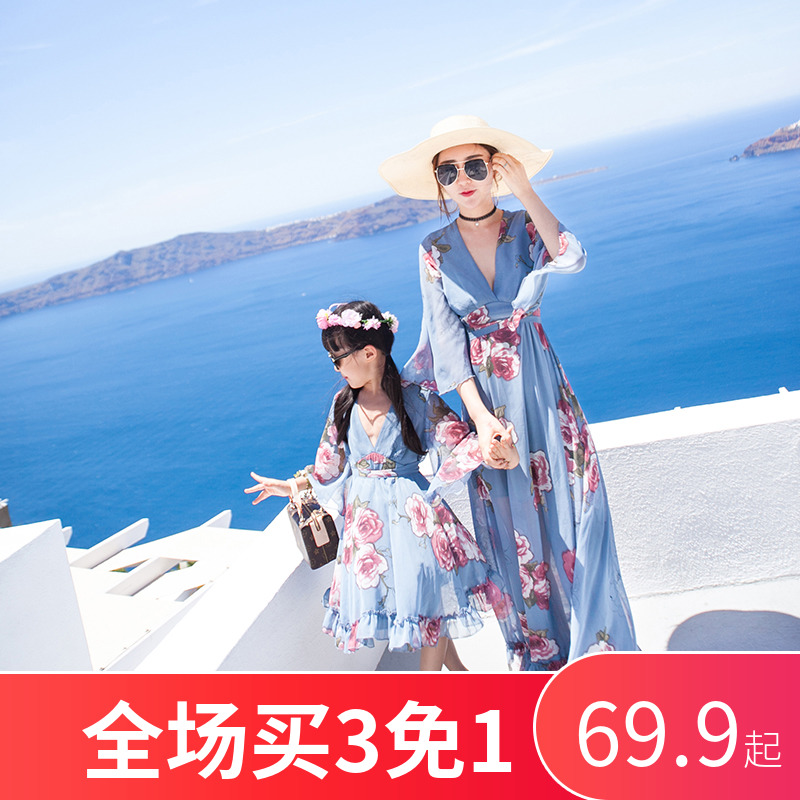 网红亲子装夏装2019新款潮母女装连衣裙全家装一家三口儿童沙滩裙