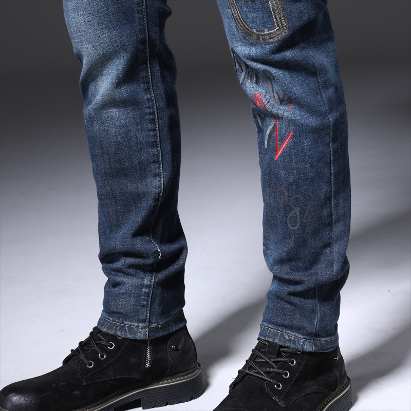 Young fashion men slim fit tapered bottoms jeans cattle miscellaneous men Qiudong tight thin legs show thin European style