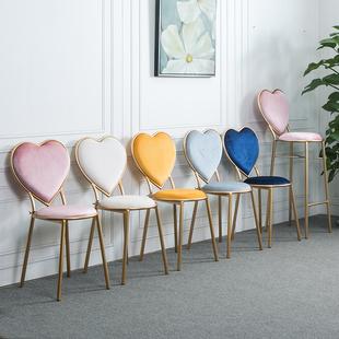 北欧创意心形椅铁艺餐椅美甲咖啡休闲椅金色梳妆台椅简约绒布椅子