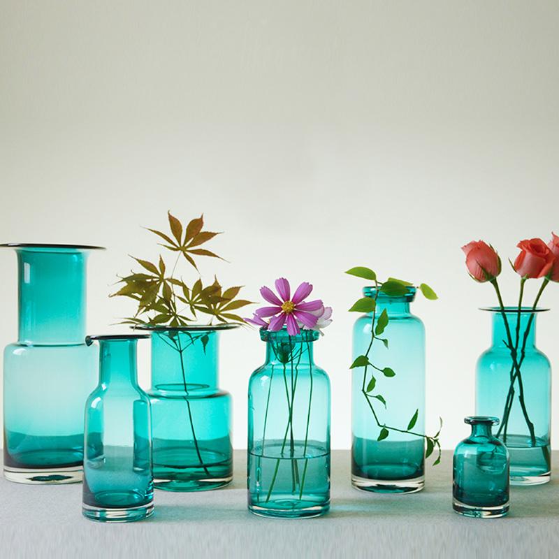 アメリカの田舎の文芸は清新で簡明で、青いガラスの花瓶の透明な生け花の水培植物の容器の装飾品を予約します。