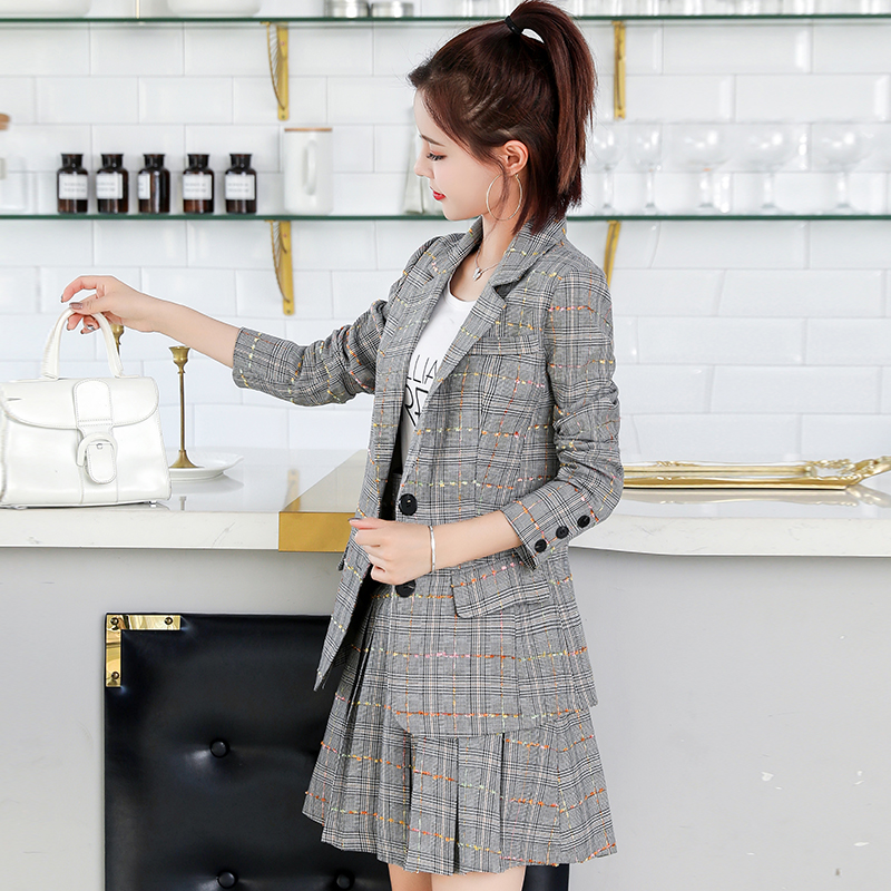 2020 new slim fashion fashion net red pleated skirt special short suit small suit plaid coat woman