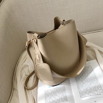 包包女新款2019时尚宽带纯色简约大容量水桶包韩版港风单肩斜挎包