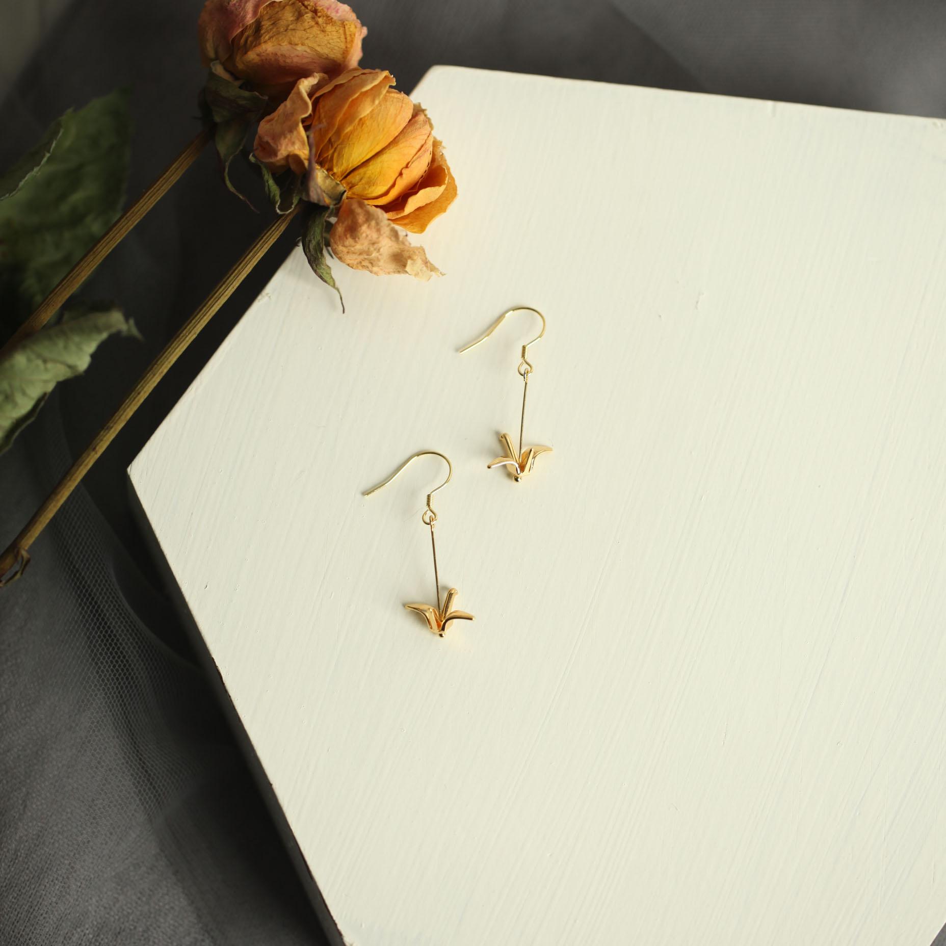 花宿设计 千纸鹤蚊香盘无洞耳夹s925纯银耳环韩国气质小巧耳坠图片