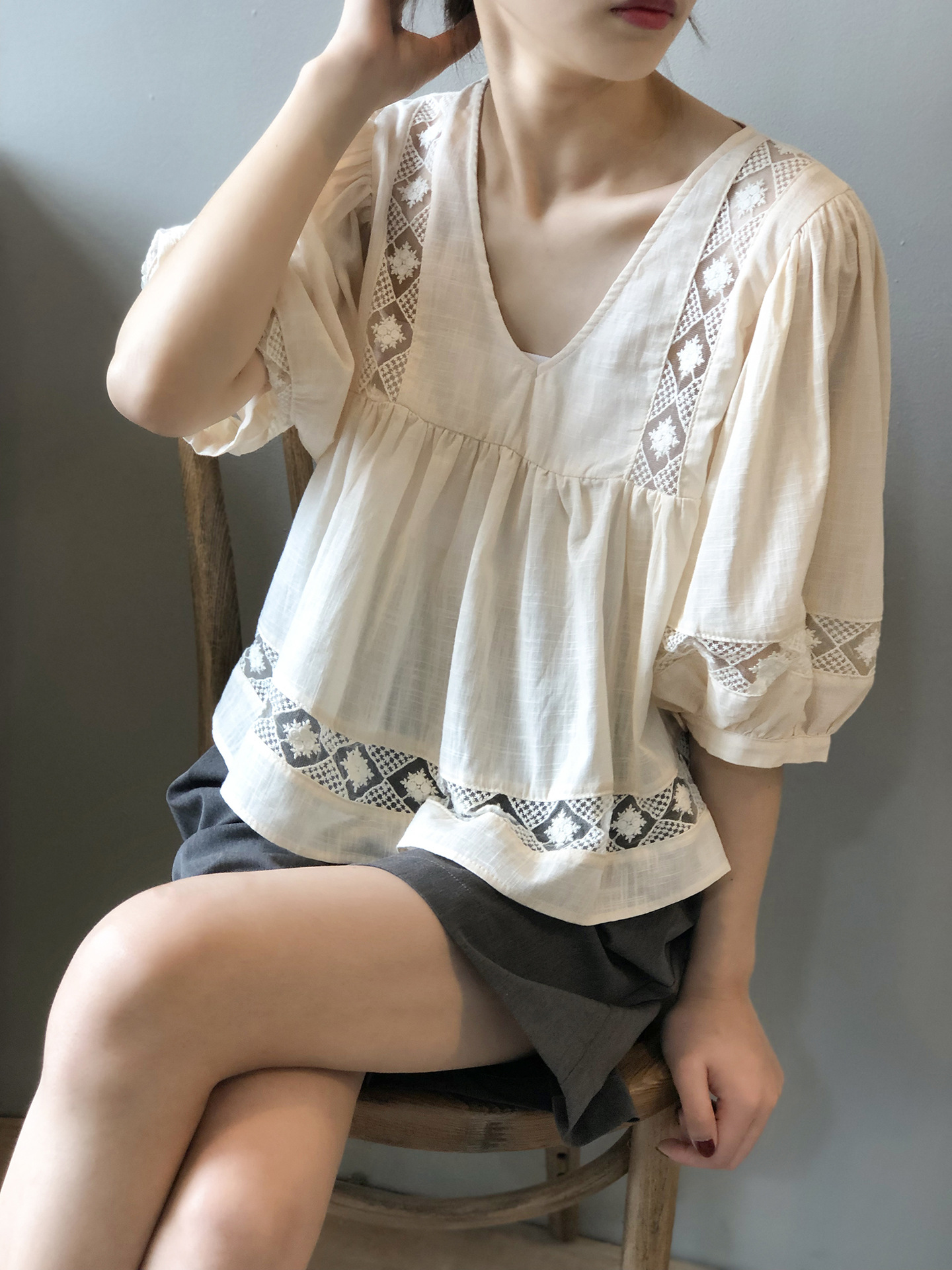 Sweet loose cut out patchwork lace V-neck shirt womens Retro Bohemian Lantern Sleeve baby shirt