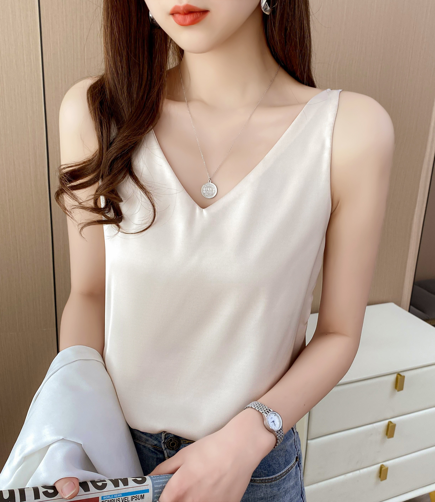 Jiaerqi net red suspender vest womens summer V-neck suit with real silk satin bottom fitted shirt
