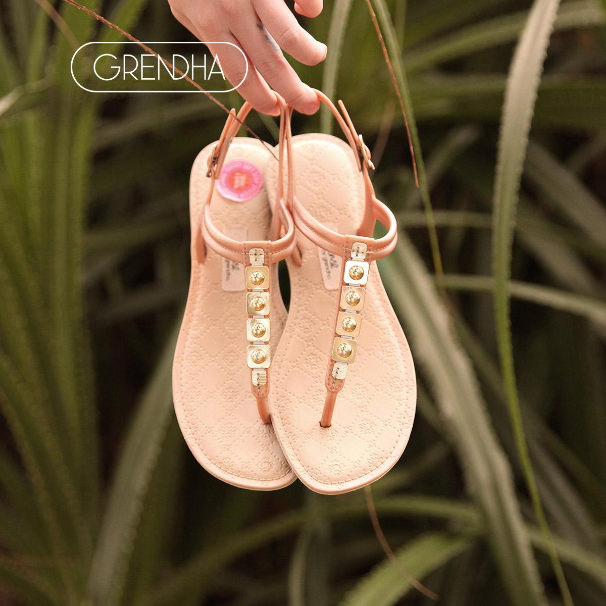 GRENDHA感官不累脚系列夏季浅棕平底时尚通勤罗马沙滩夹趾鞋女士
