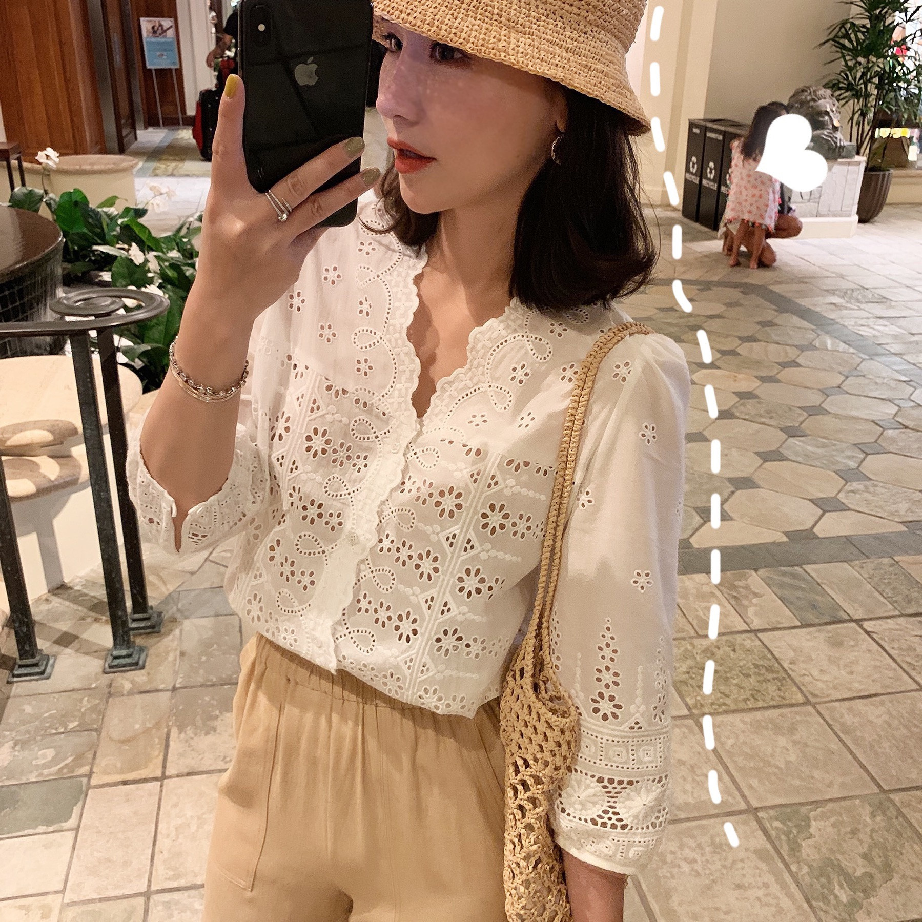 Two piece set of loose and retro water soluble hollow out embroidery cardigan skirt and pants set of Korean version in summer of 2019