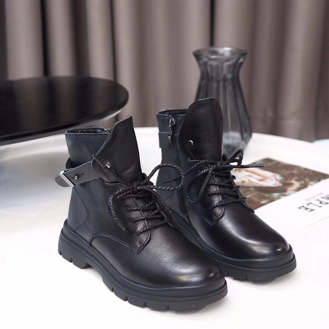 2019新款韩版真皮系带马丁靴女学生百搭皮带扣厚底侧拉链短筒靴子