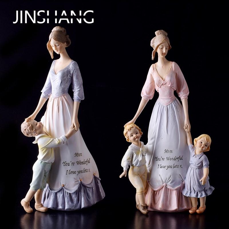お母さんと子供の家庭装飾品は母の日の結婚プレゼントを飾ります。