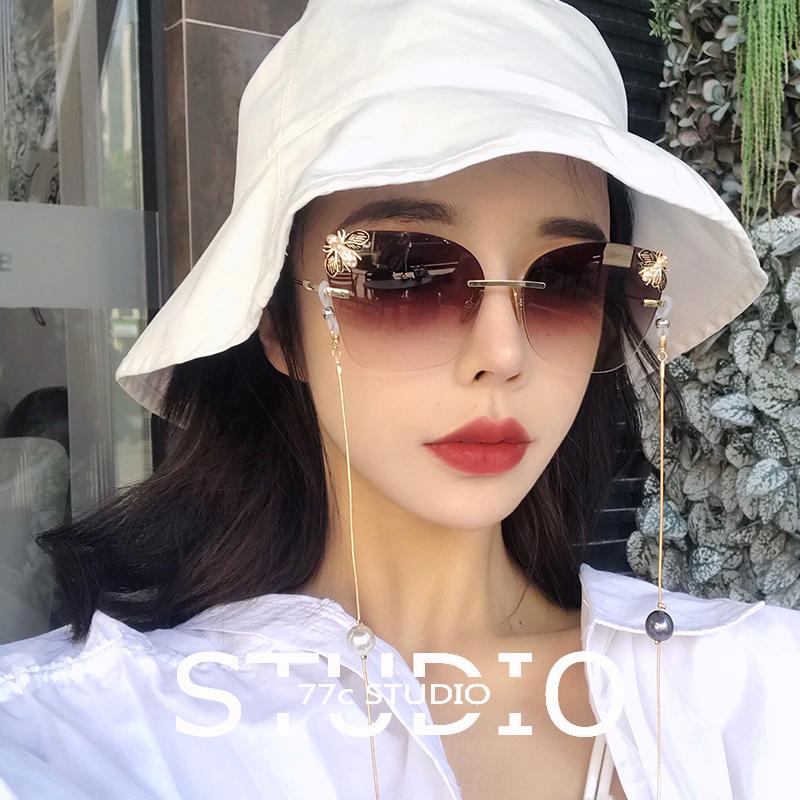 2021 new net Red Sunglasses Womens fashion rimless Sunglasses Korean retro diamond inlaid bee glasses chain