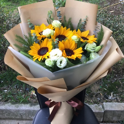 Zhanhua County Huimin County Boxing County fathers Day sunflower champagne rose flower express to the door of the same city flower shop