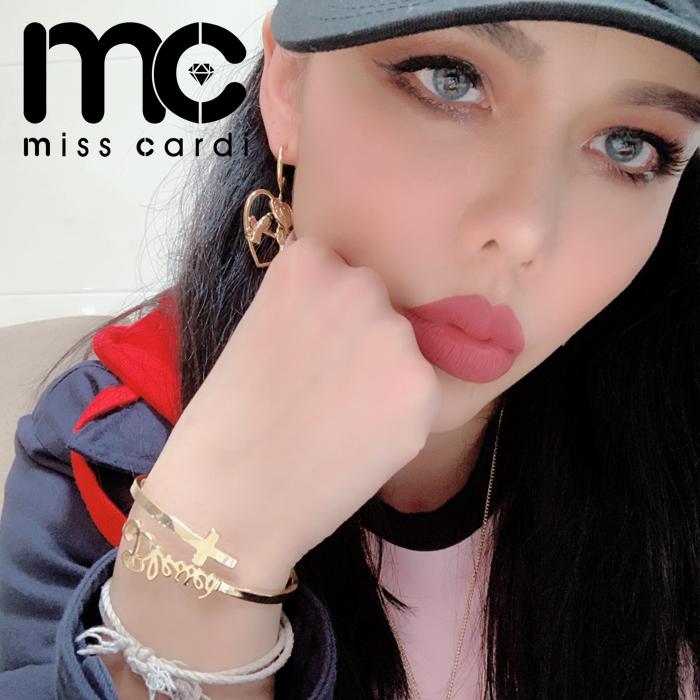 Miss Cardi精选新品爆款欧美时尚个性十字架带字母手镯气质百搭款