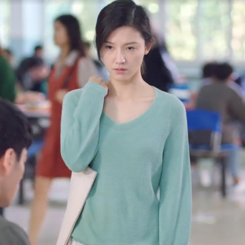 《原来你还在这里》杨子姗苏韵锦同款V领针织毛衣
