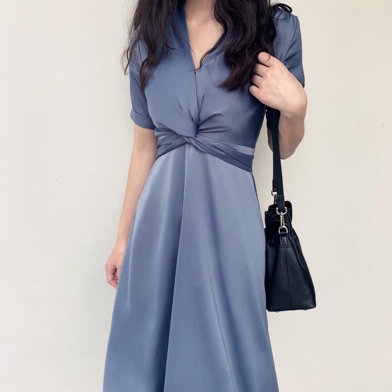 很仙的智熏法式复古v领缎面连衣裙79.88元包邮