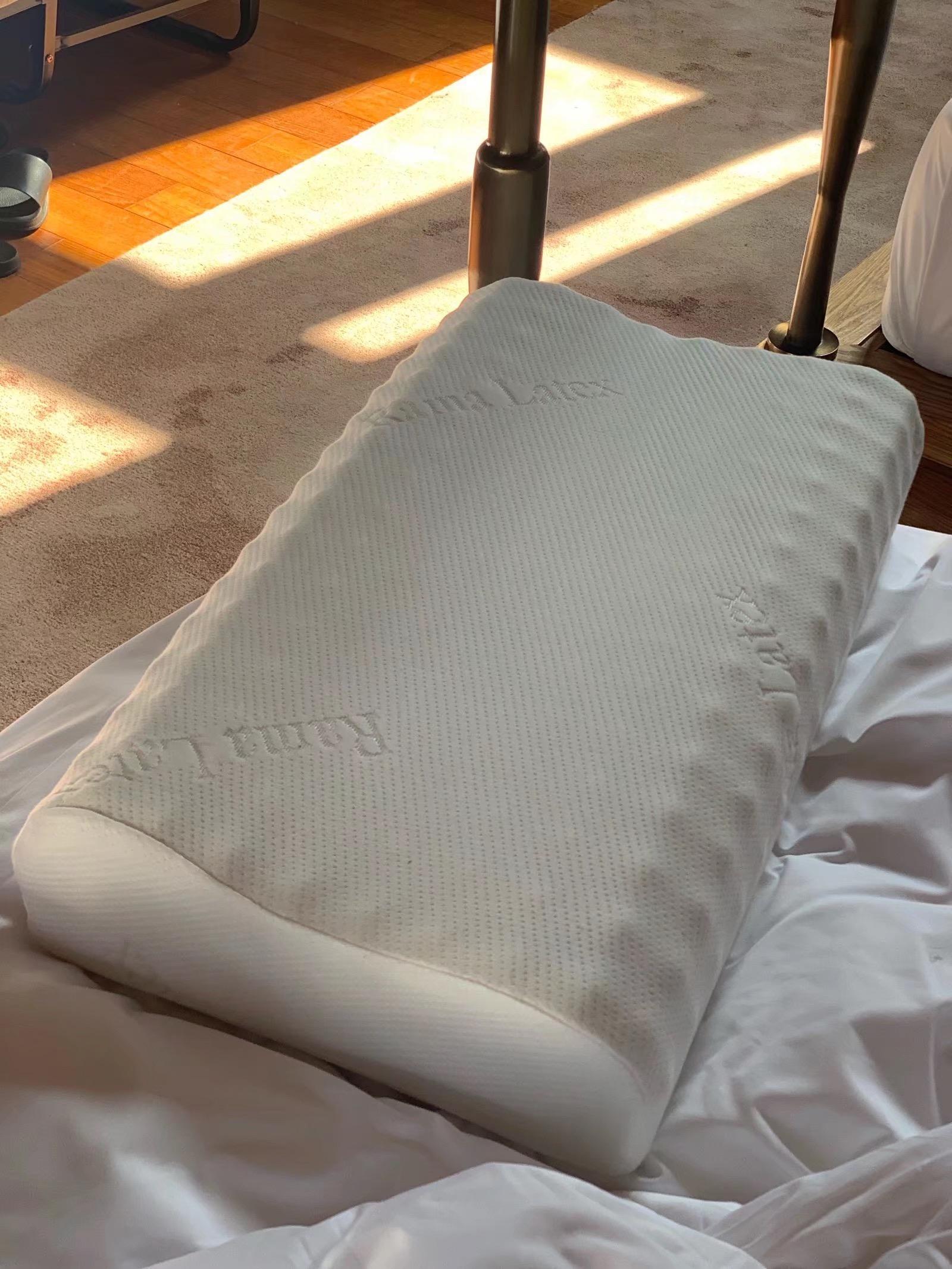 泰国乳胶枕颗粒按摩颈椎高低波浪单人记忆枕头
