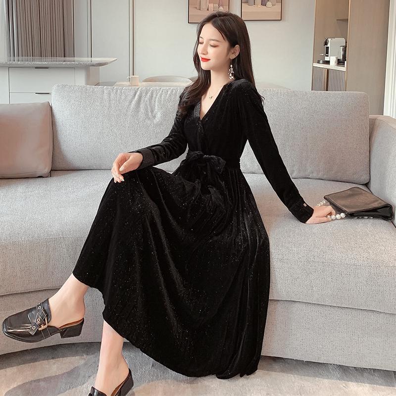 2019流行的裙子秋冬加厚丝绒V领复古亮闪闪打底小黑裙仙女连衣裙