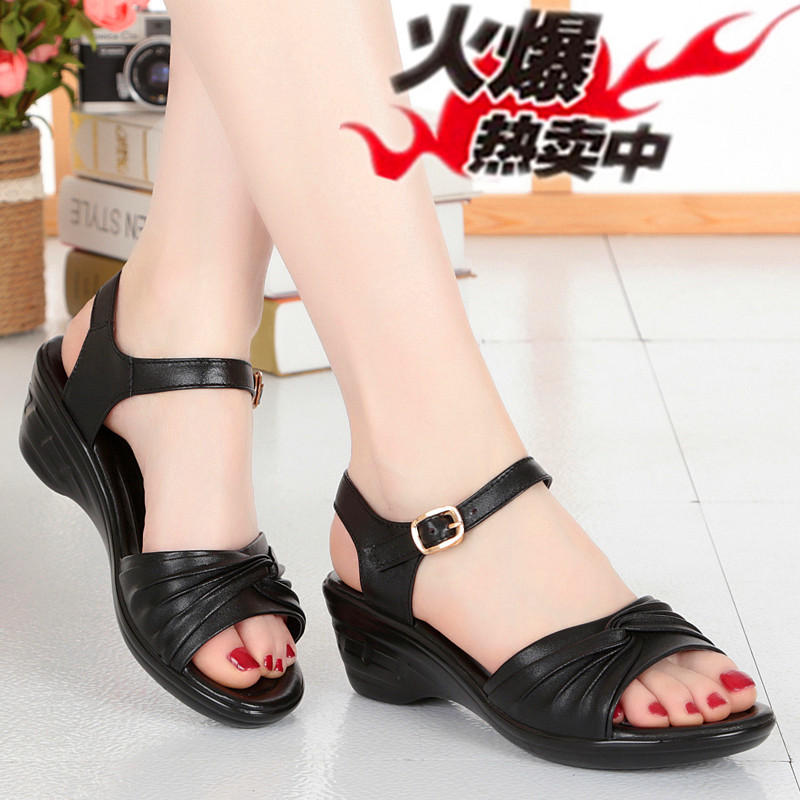 New mid aged and elderly womens shoes slope heel sandals in summer 2018 womens leather middle aged womens shoes 41-43 middle heel