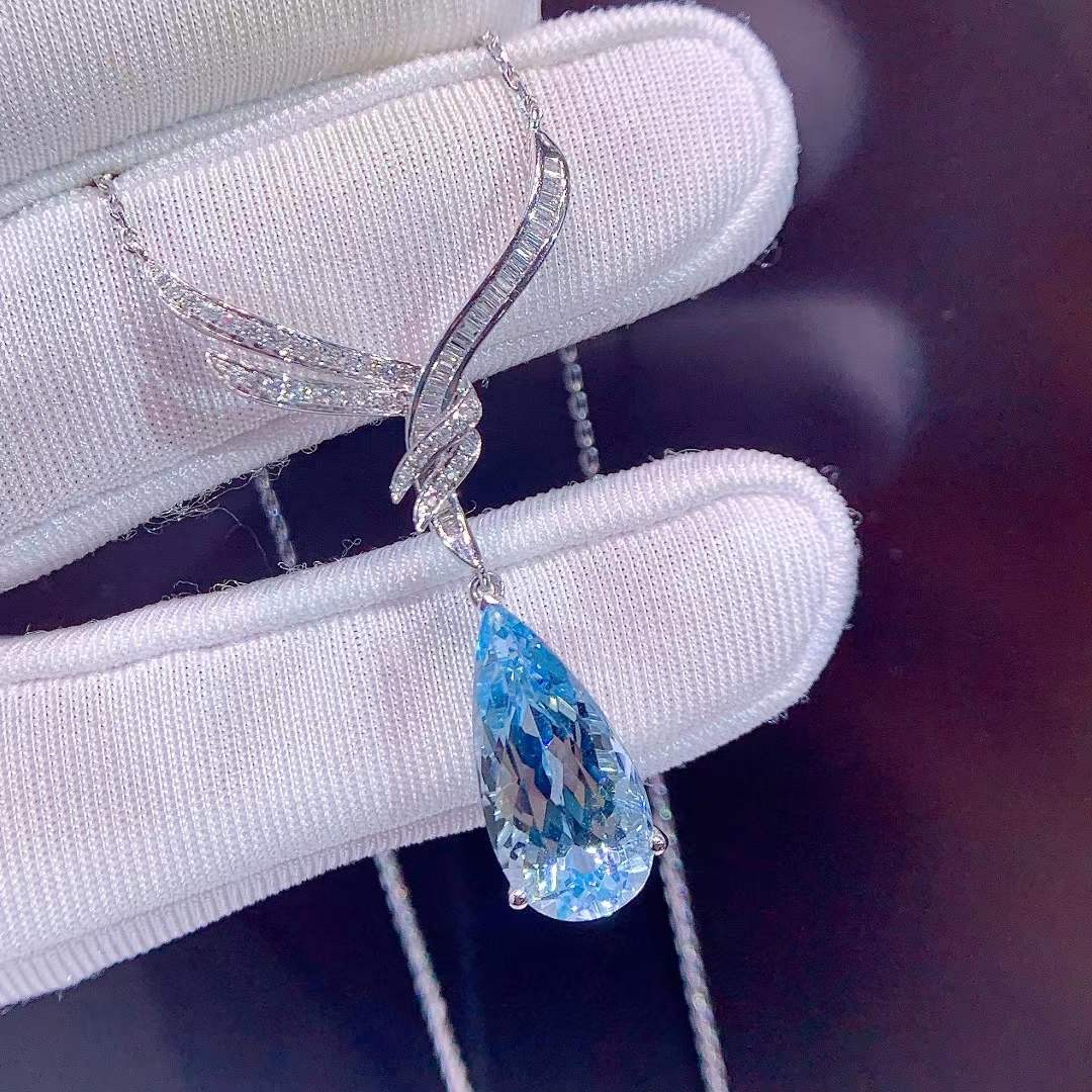 Natural Aquamarine clavicle chain high quality diamond inlaid gold chain in stock with certificate womens jewelry