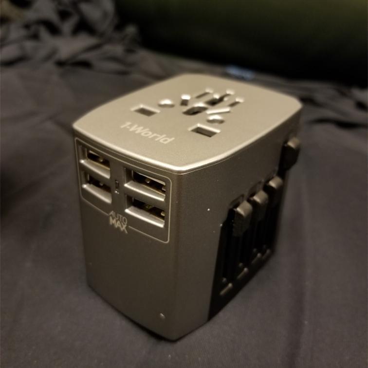 香港Momax摩米士全球通用旅行充电器4USB口插座多国电源转换插头