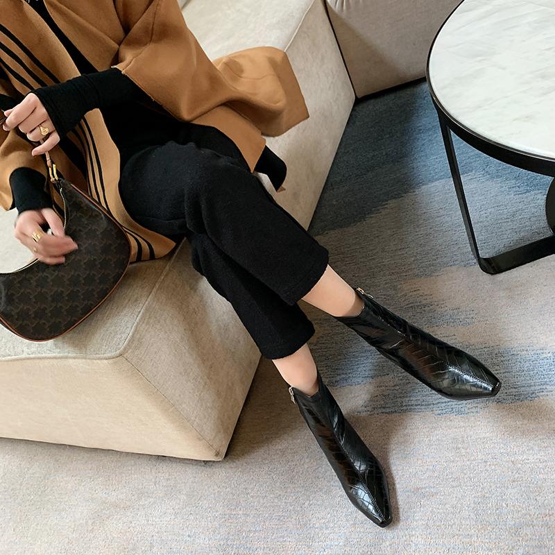2020年新款石头纹短靴女春秋单靴方头粗跟中跟显脚小马丁靴白色鞋