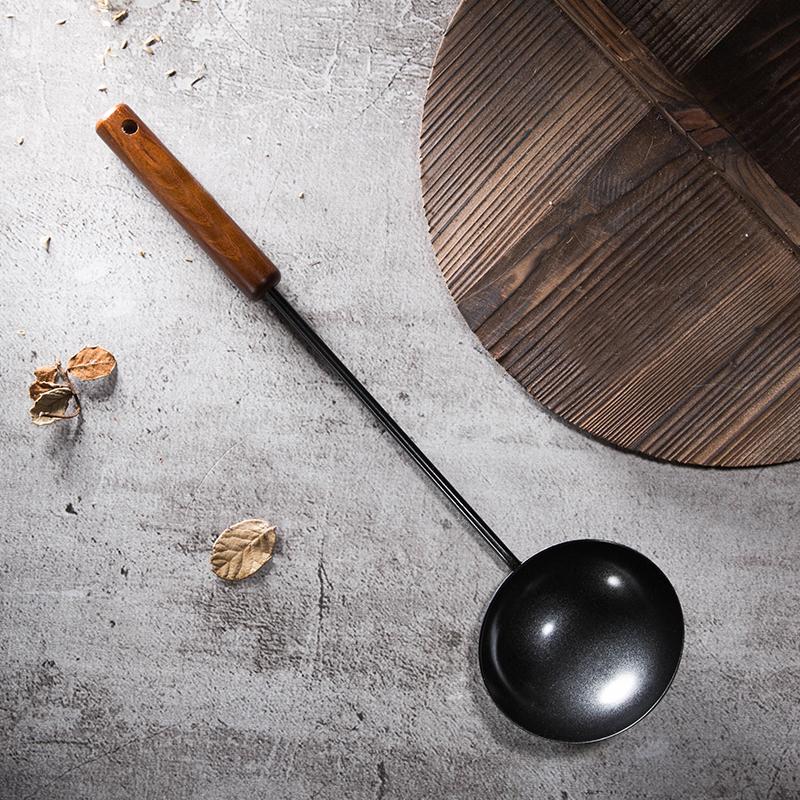 多彩思居日本进口中式黑铁原木木柄锅勺炒菜纯铁专用厨房用具