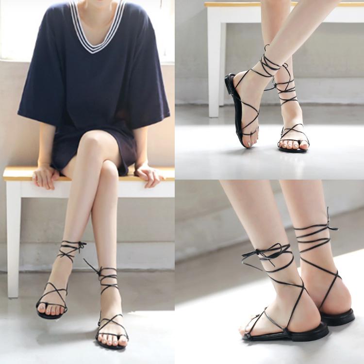 2020 new black strapped sandals versatile Roman flat shoes female student lace up Bohemian beach shoes