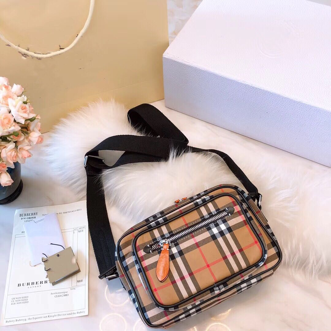 2018 new style Wu Yifan same Plaid backpack canvas waterproof messenger bag high capacity Fashion College style bag