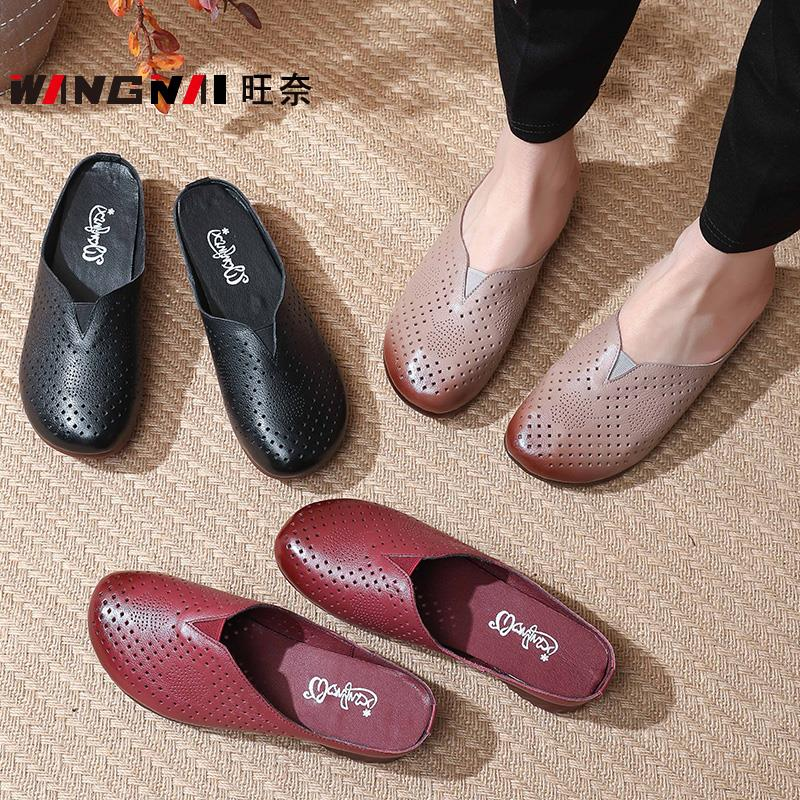40 middle aged women wear flat bottomed sandals with holes in spring and summer