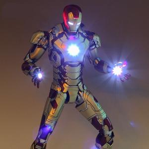 正版复仇者联盟3无限战争 金属色钢铁蜘蛛侠可动发光机甲手办模型