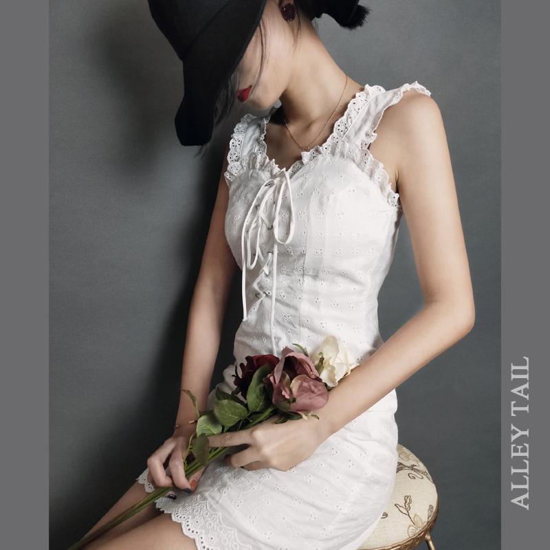 2019夏季法式复古宫廷方领超仙气质收腰短款小白裙蕾丝吊带连衣裙(用138元券)