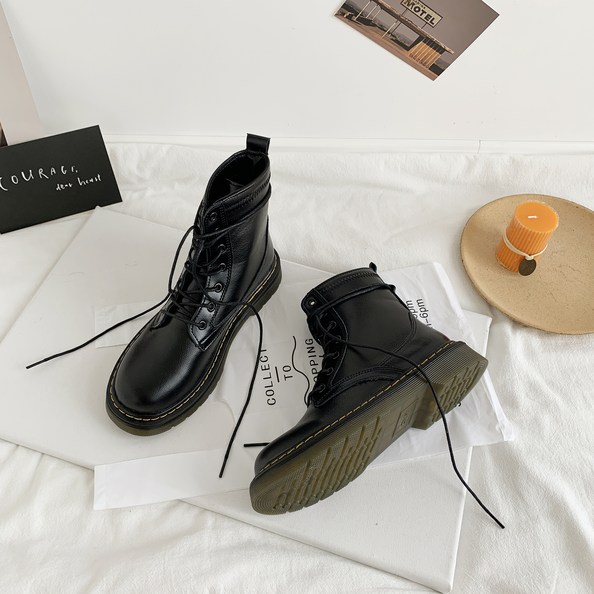 2020 new spring and autumn versatile British style thick bottom breathable locomotive lace up short boots show feet small and thin Martin boots