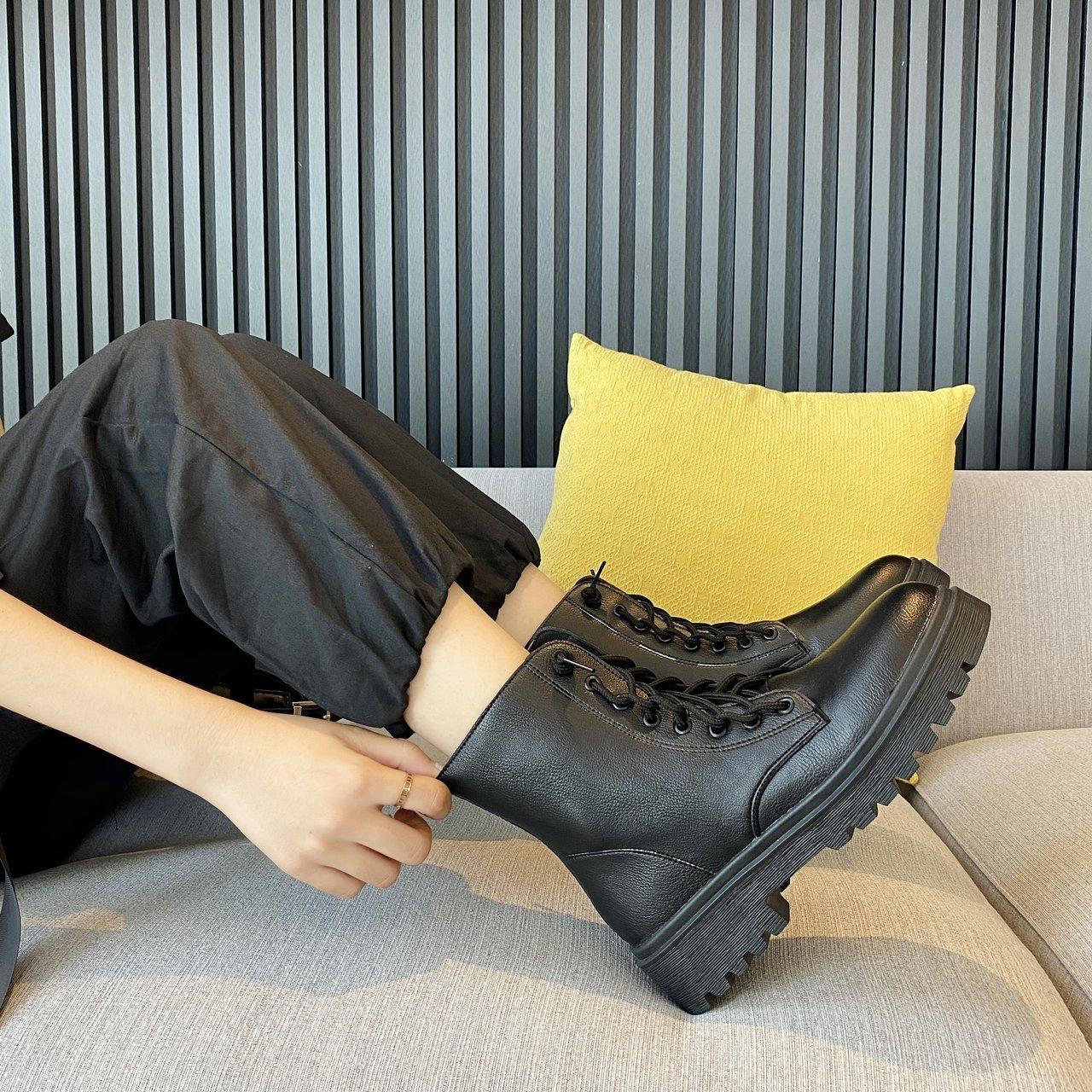 英伦风马丁靴女2020年秋季黑色前系带厚底粗跟机车短靴ins潮单靴