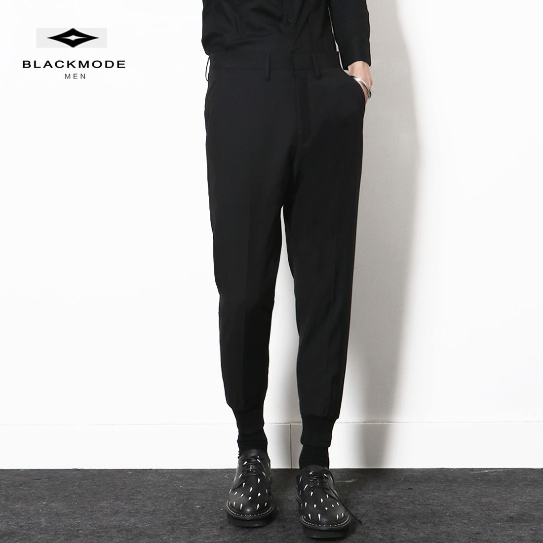 New fashion in autumn: Mens black tapered Harlem trousers, corset trousers, small leg Capris, necked trousers, casual trousers