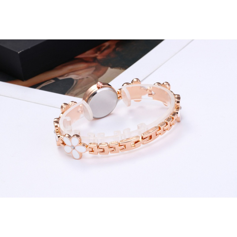 Korean fashion trend dial with diamond womens Clover watch bracelet bracelet watch..