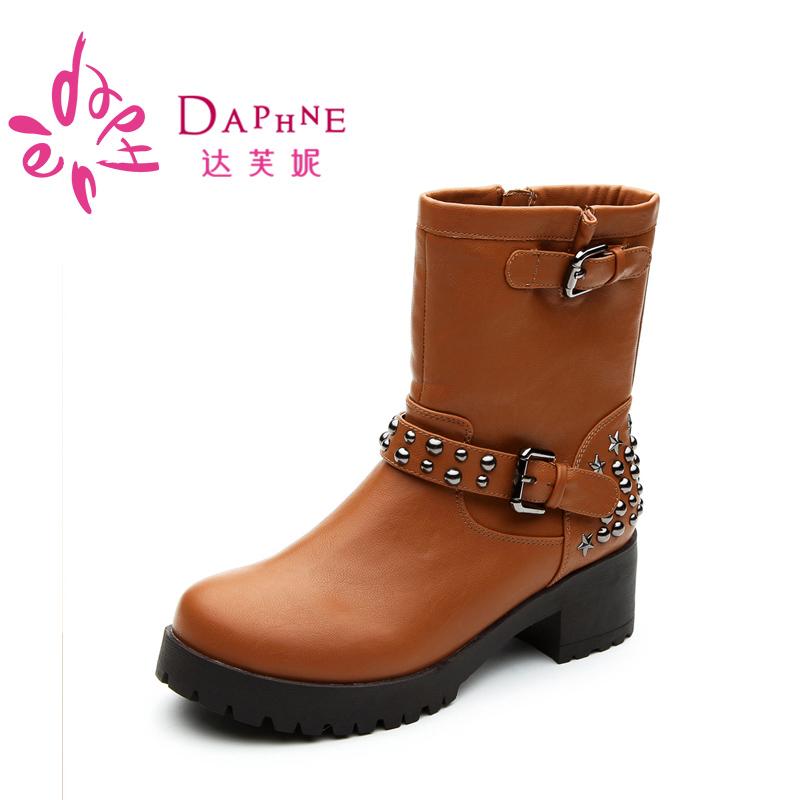 達芙妮 女靴 英倫粗跟女鞋 舒適鉚釘馬丁靴女短靴