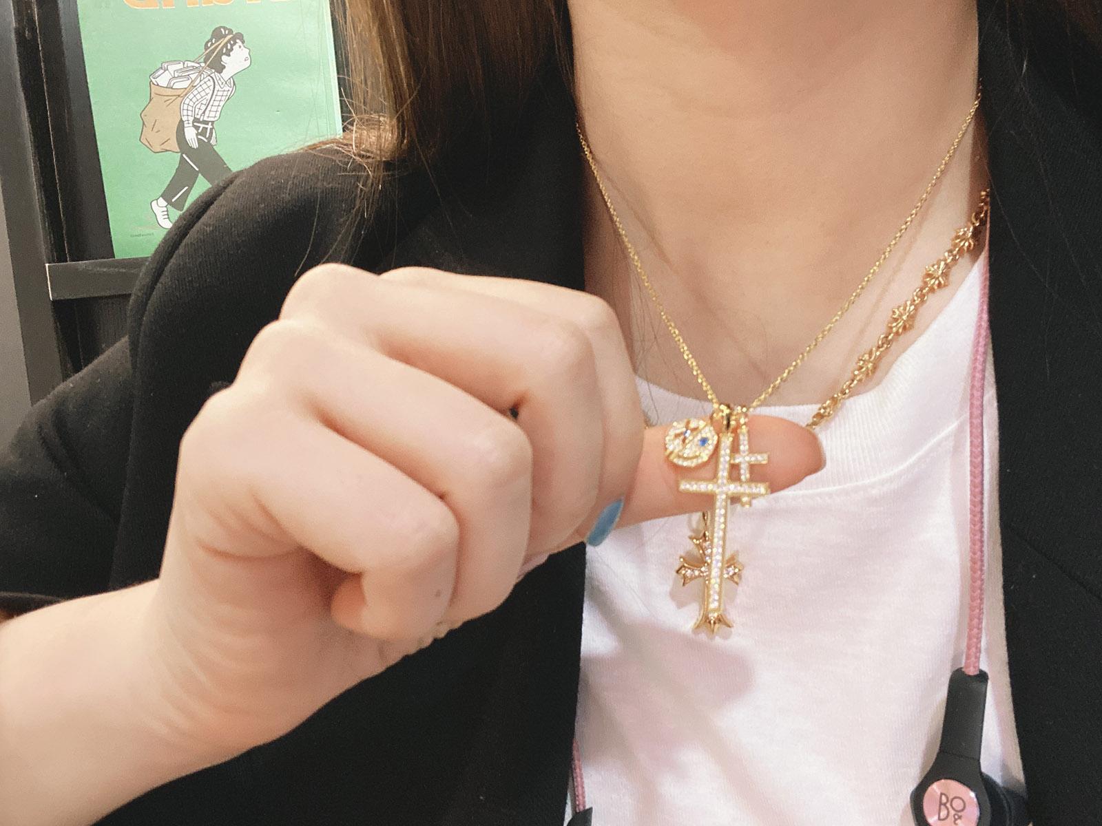 雪梨私物 私藏chic925纯银笑脸十字架组合情侣款 项链电镀18k真金图片