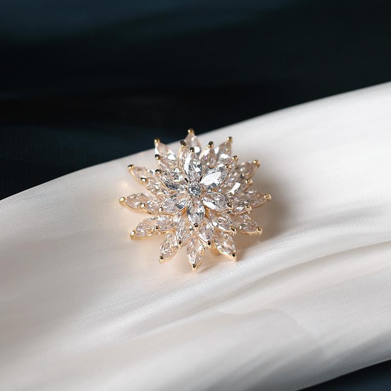 高档奢华三层旋转水晶花朵锆石胸针韩国个性创意胸花别针时尚胸章