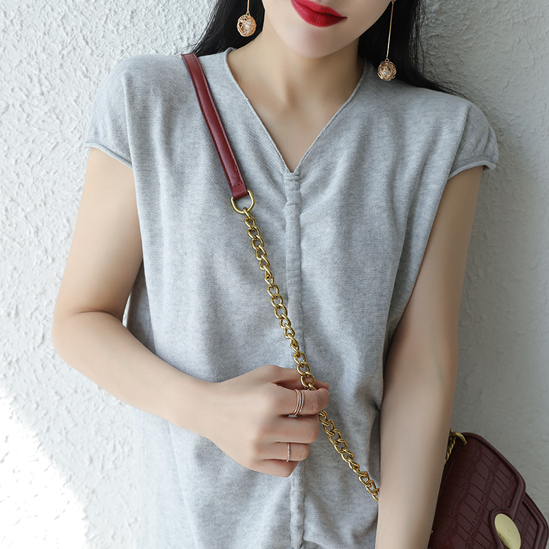 2020 new cotton linen solid color womens V-neck T-shirt short sleeve loose and thin leisure half sleeve Knitted Top Womens summer