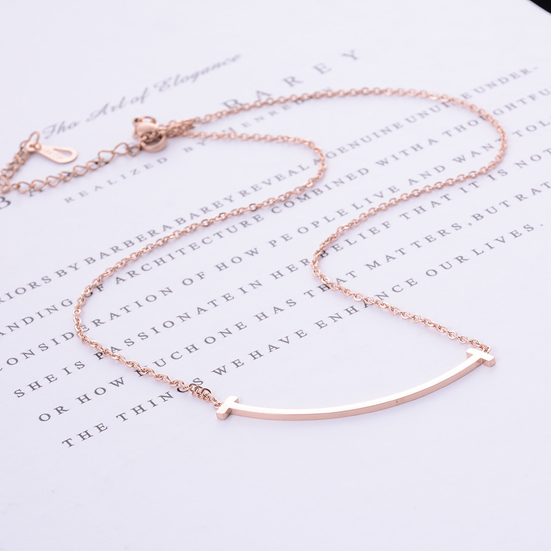 Fashion is lovely to me. Zheng Xiujing, Yin Shina, star, same curved necklace, titanium steel lock bone chain