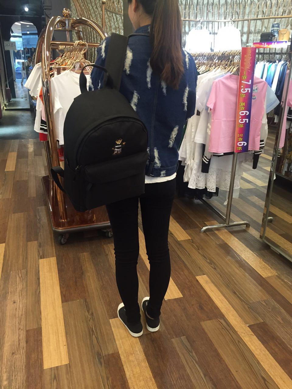 17新款韩版女包小熊维尼双肩帆布女包包学院风书包背包旅行休闲包
