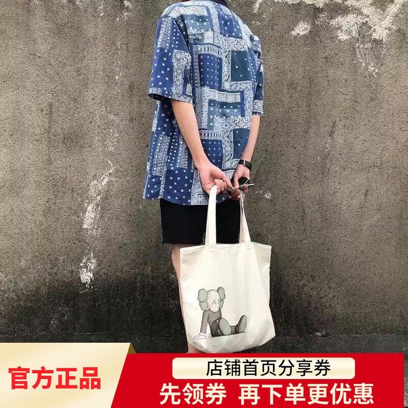 Unqilo优衣库Kwas联名帆布包限量包包米白色