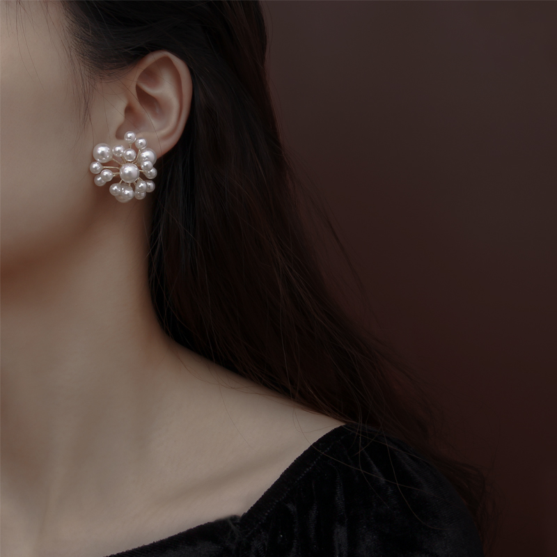 Pearl flower ball earrings womens advanced fashion French retro temperament personality designers sweet trend Earrings