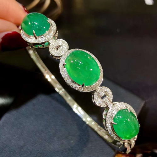 Mothers Day special 18K gold diamond inlaid emerald bracelet with high color saturation to enhance Charm