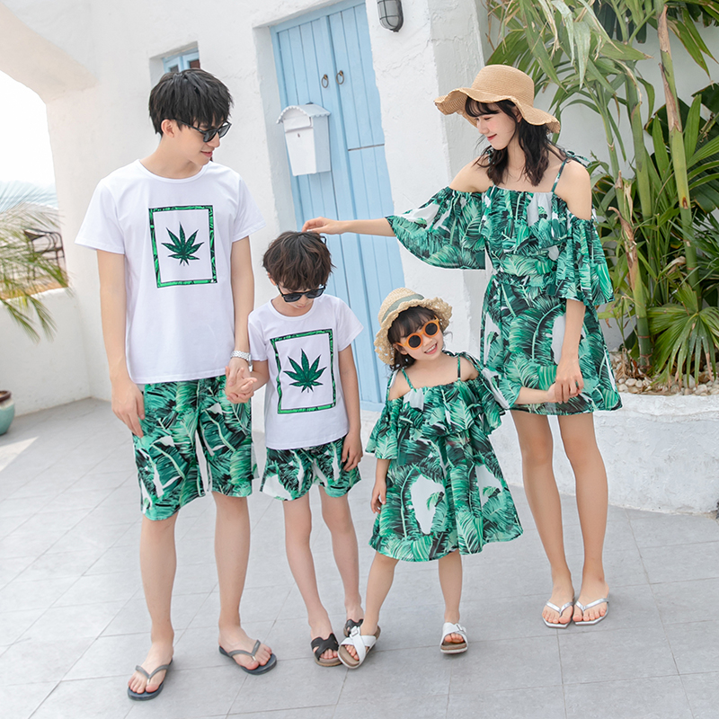 Parents and childrens beach summer dress 2020 new fashion family of three four mother and son beach holiday suit