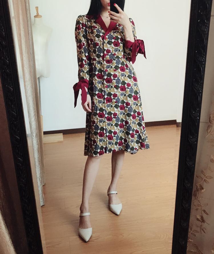 超显白酒红色复古印花 蝴蝶结袖口 双排扣西装领七分袖连衣裙