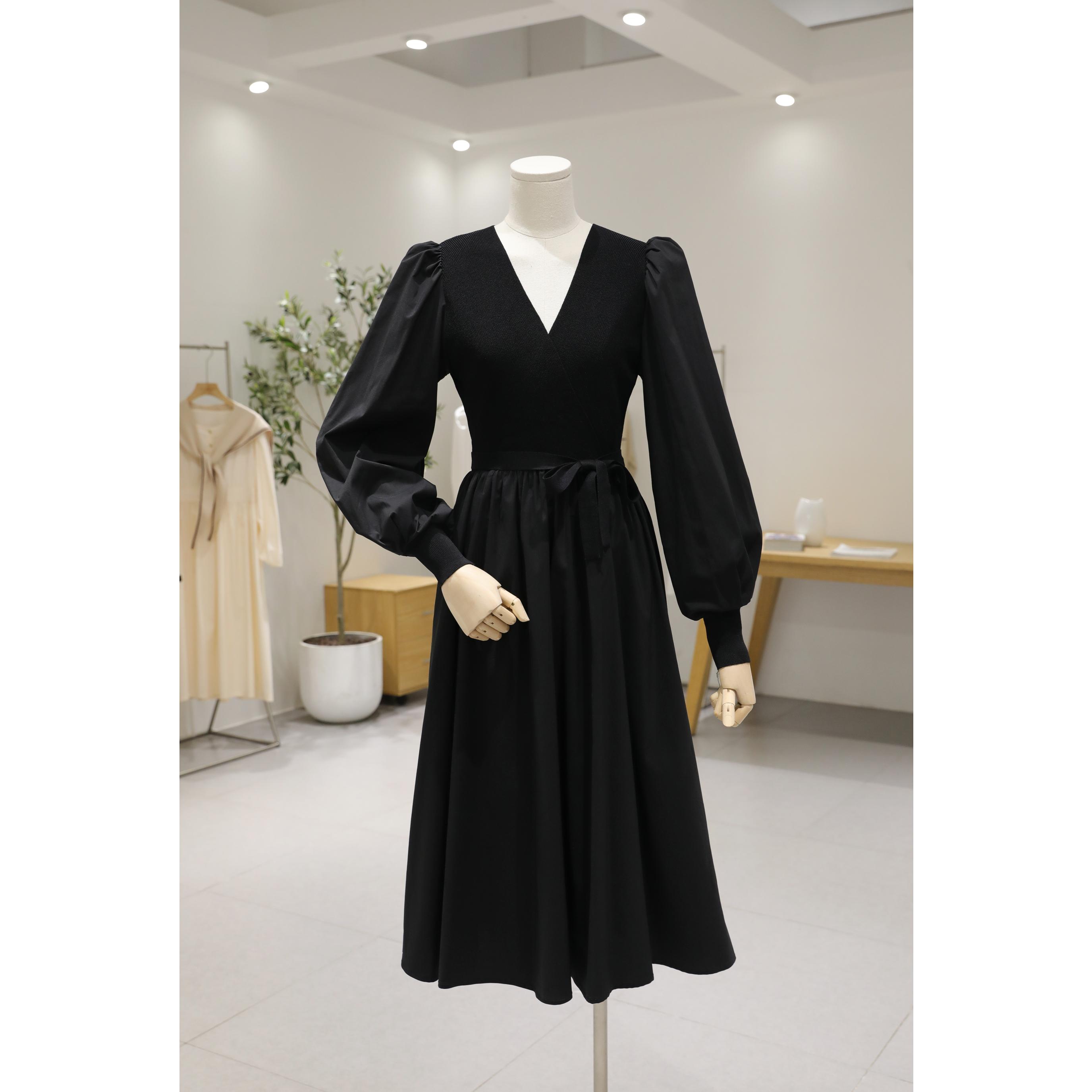 黑色赫本风连衣裙女秋2020新款复古小众法式针织拼接泡泡袖中长裙