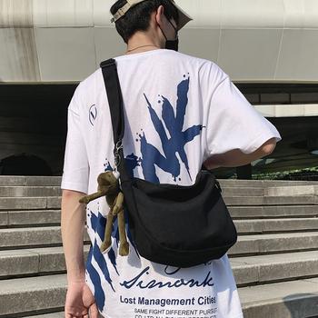 潮牌斜挎包男士帆布单肩包女生休闲百搭背包2020新款日系斜跨包包