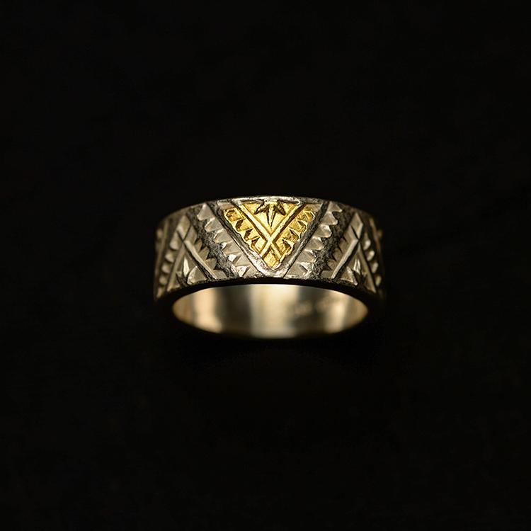 偶屿手文字印第安传统三角纹指环 错金錾刻925银复古个性足金戒指图片