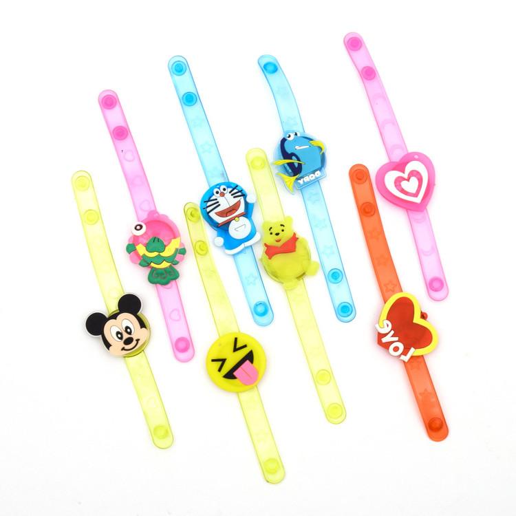 热卖的闪光手表男女孩卡通手腕带幼儿园热卖礼品小玩具儿童发光手